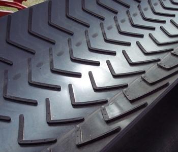 Chevron-conveyor-belts